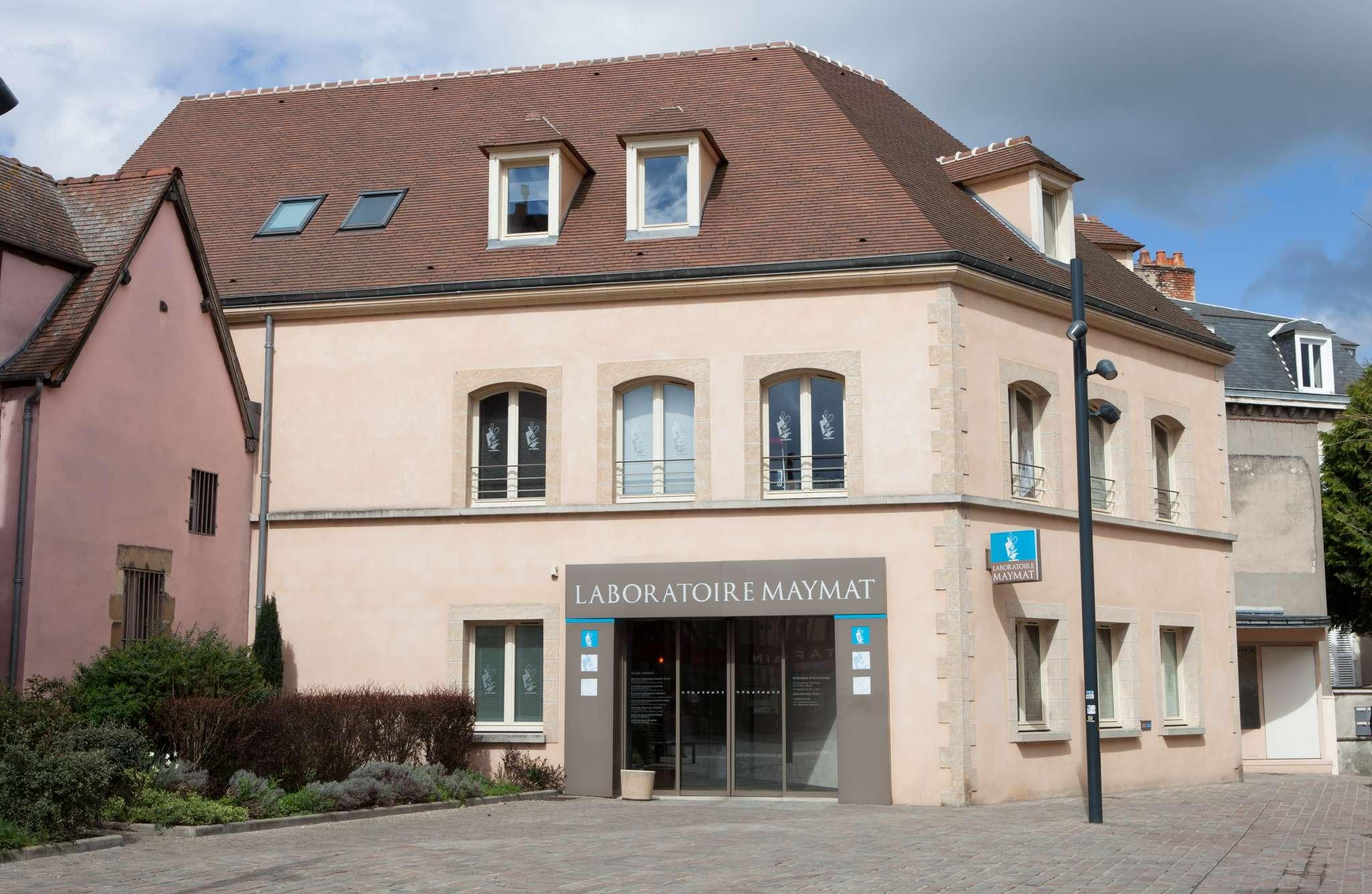 Laboratoire d'analyses MAYMAT de Moulins. Vue extérieure, façade.