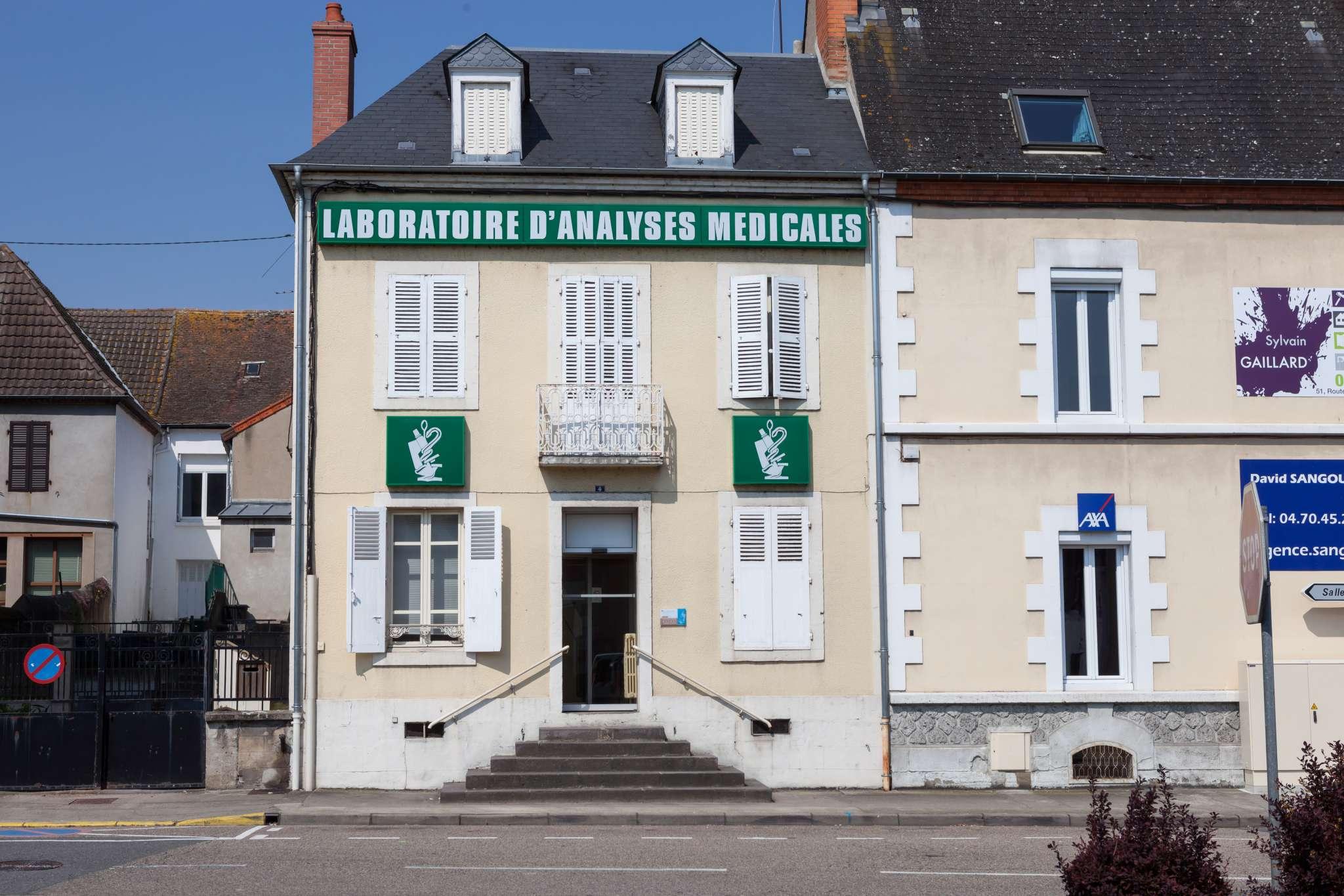 Façade, extérieur du laboratoire d'analyses médicales Maymat de Varennes sur Allier.